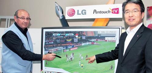 Selección nacional prepara tácticas para las eliminatorias con lo último de la tecnología LG
