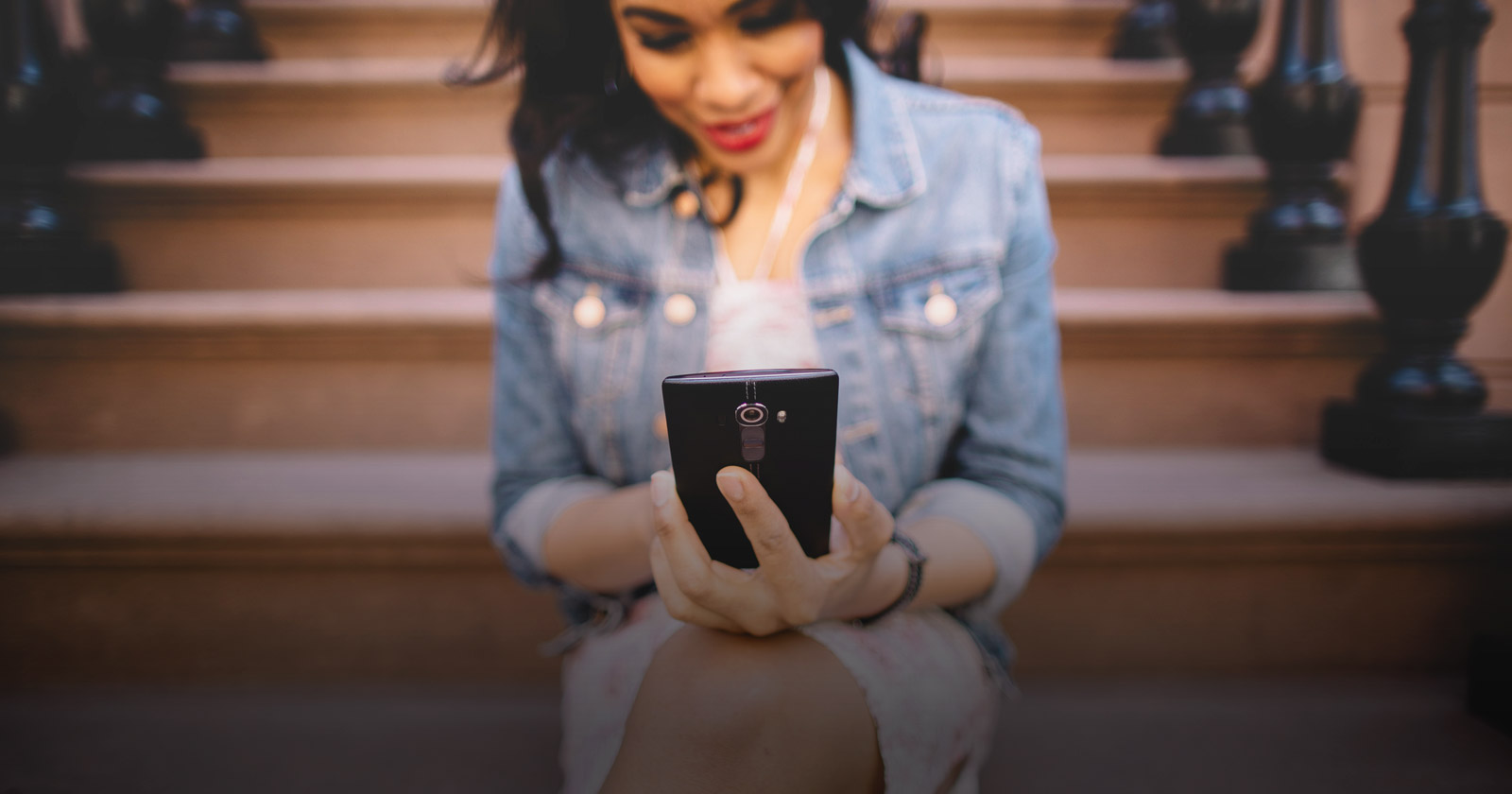 A partir de 2017, todos los nuevos teléfonos móviles en la India tendrán un botón de pánico para la seguridad de las mujeres